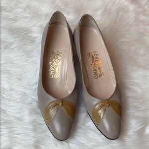 Salvatore Ferragamo taupe leather pumps Size 7.5
